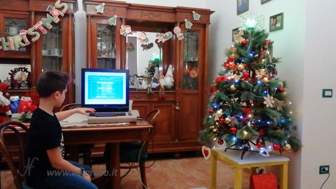 Albero di Natale controllato con l'interfaccia a relay per il Commodore 64, programma basic user port spine prese relay fotoaccoppiatori, luci di Natale collegate al Commodore 64, comandare prese, lampade