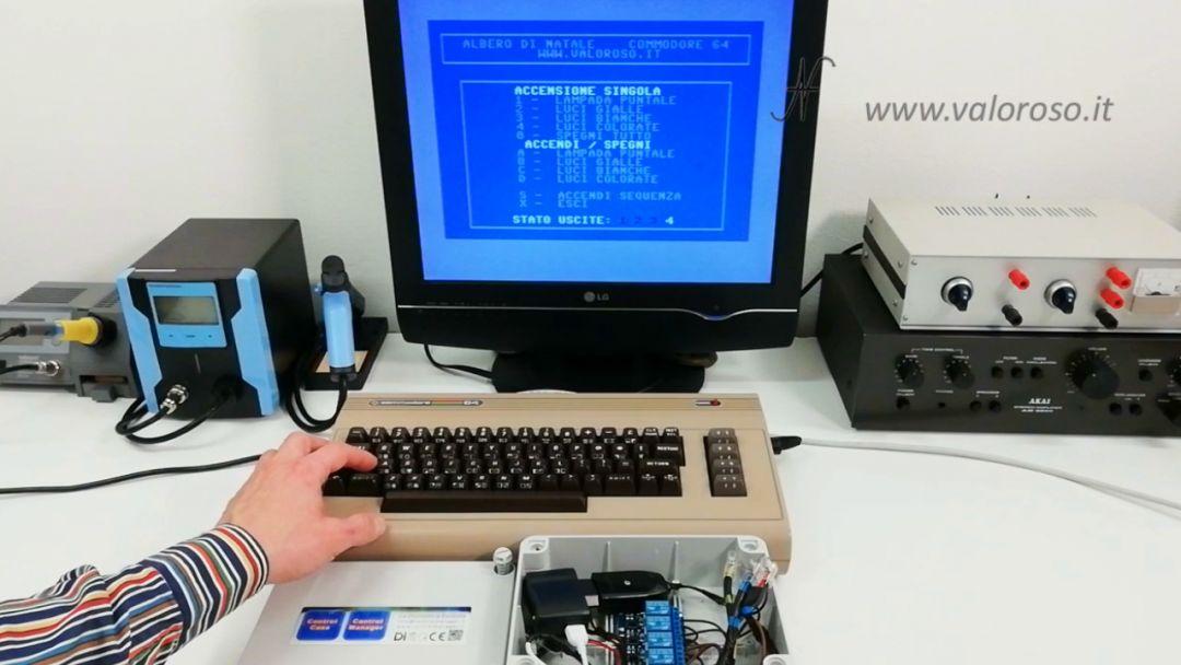 Albero di Natale interfaccia Commodore 64 programma basic user port spine prese relay fotoaccoppiatori, luci di Natale collegate al Commodore 64, comandare prese, lampade
