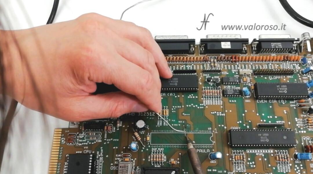 Amiga 500 PCB chip Paula CSG 8364R7 ricostruzione pista traccia 1 con filo di rame