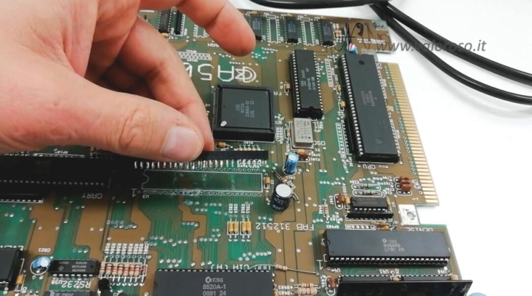 Amiga 500 riparazione e prova dissaldare zoccolo stazione dissaldante ZD-8915 ZD8915