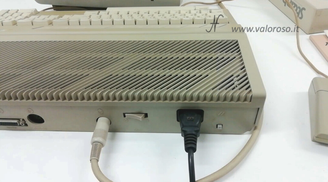 Atari 1040 ST monitor connector and power IEC C13 power power button reset