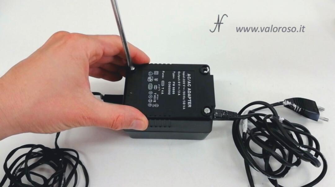 Atari 1050 floppy disk drive, riparazione alimentatore trasformatore smontare aprire svitare viti
