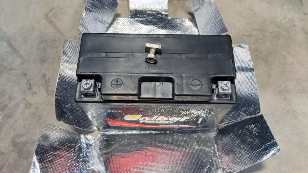 Come cambiare la batteria piombo 12V alla moto, scooter, Unibat, rimontare protezione lucida calore