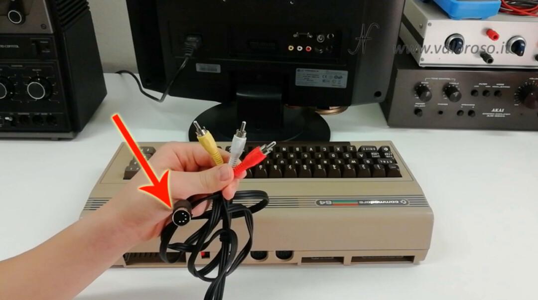 Come riaccendere il Commodore 64 collegare televisione connettore cavo audio video composito AV 5 poli