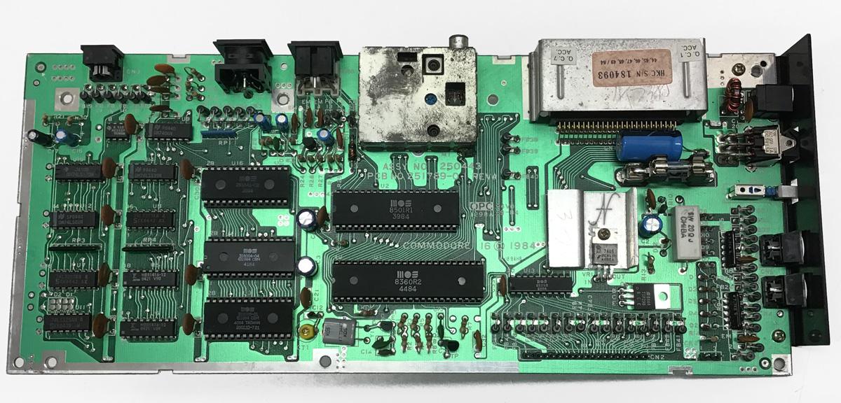 Commodore 16, CBM, C16, sostituzione condensatori, riparazione scheda, fusibile, 1984, assy no 250443, pcb no 251789-01 rev a, aggiustare