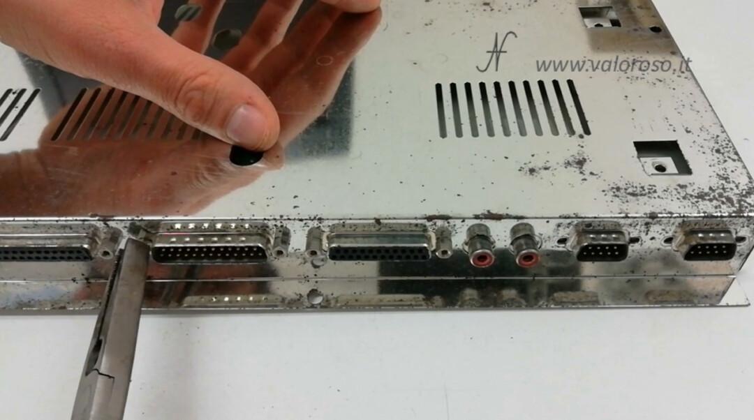 Commodore Amiga 500 A500 separare staccare PCB circuito stampato scheda madre telaio schermatura metallica
