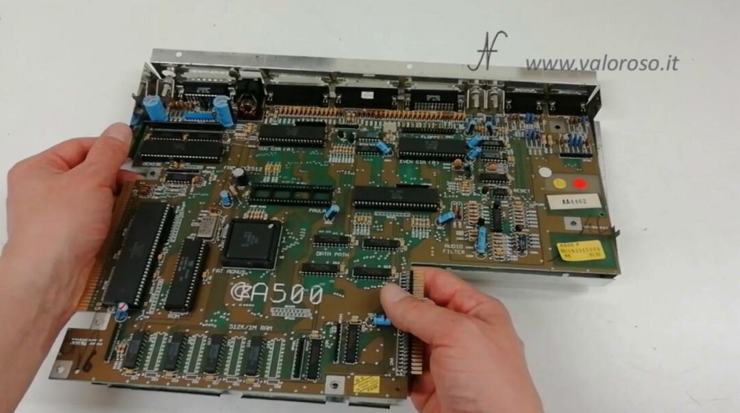 Commodore Amiga 500 A500 togliere PCB circuito stampato scheda madre telaio schermatura metallica