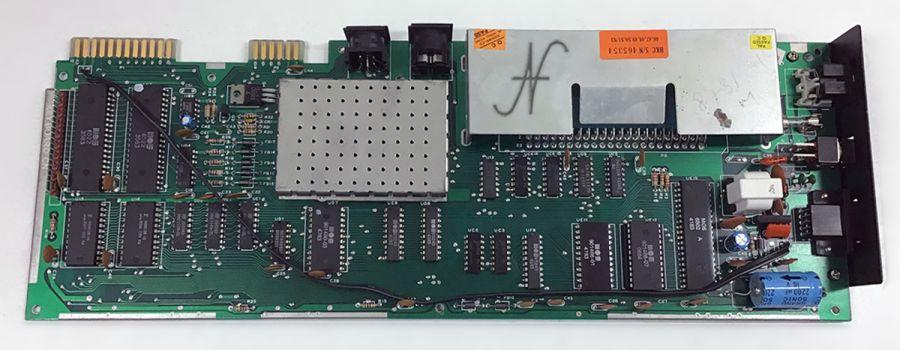 Commodore VIC-20, Vic20, retrocomputer, scheda madre, protezione, transil, recapping, condensatori
