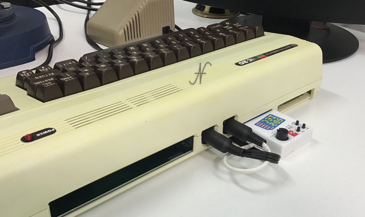 Commodore Vic-20, emulatore SD card per Commodore VIC-20, SD2IEC, file PRG, D64 e D81.