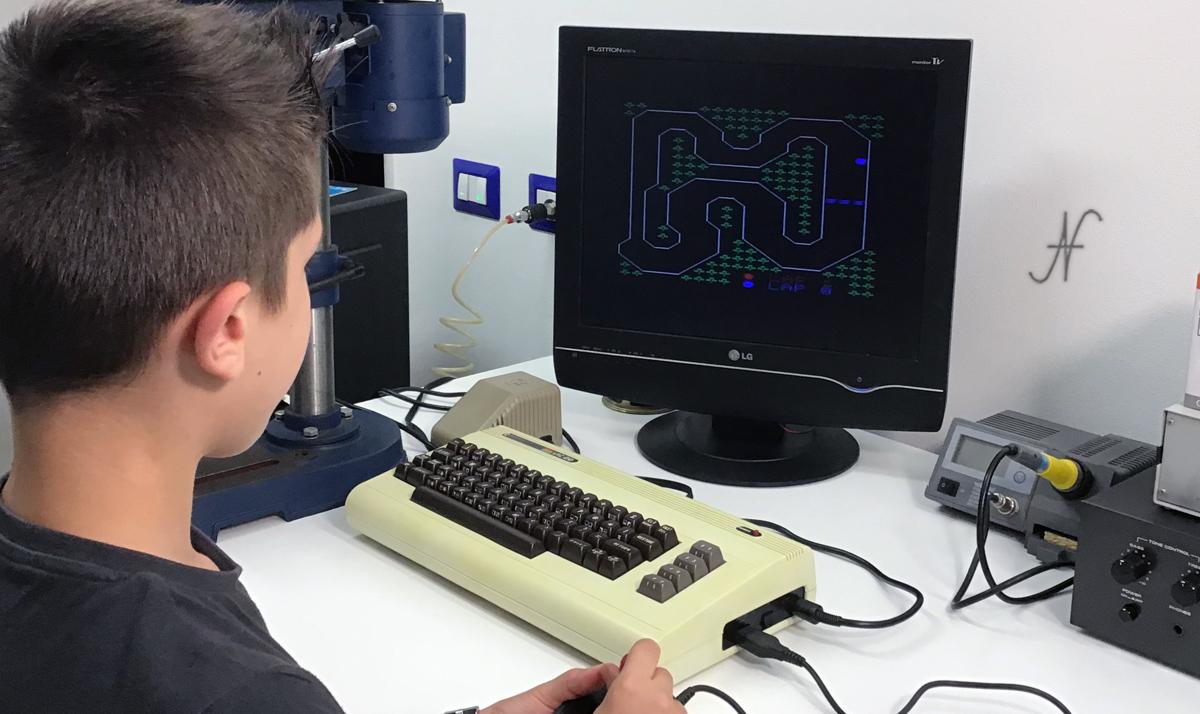 Commodore Vic20, Leo gioca con un videogioco