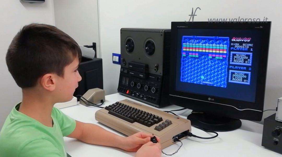 Arkanoid, Commodore 64, Leo gioca con il paddle autocostruito DIY