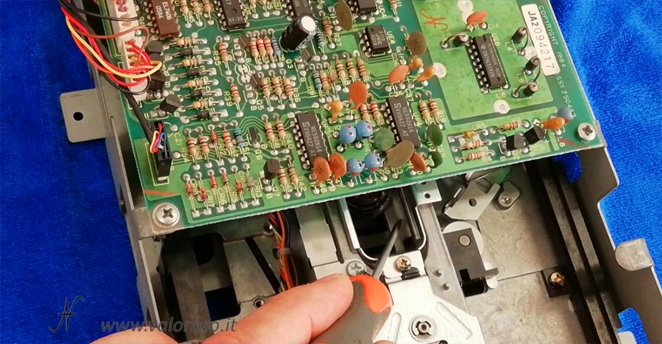 Floppy disk drive Commodore 1541, spostamento testina per pulizia e lubrificazione guide