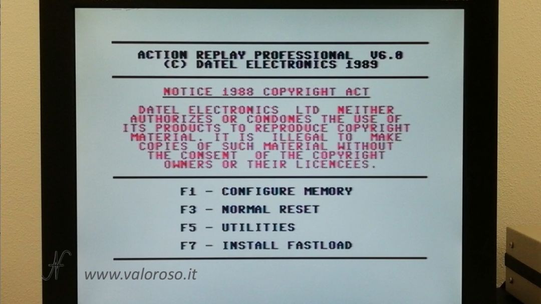 Kung Fu Flash, Commodore 64, micro SD, CRT emulazione Datel Action Replay V6.0 1989