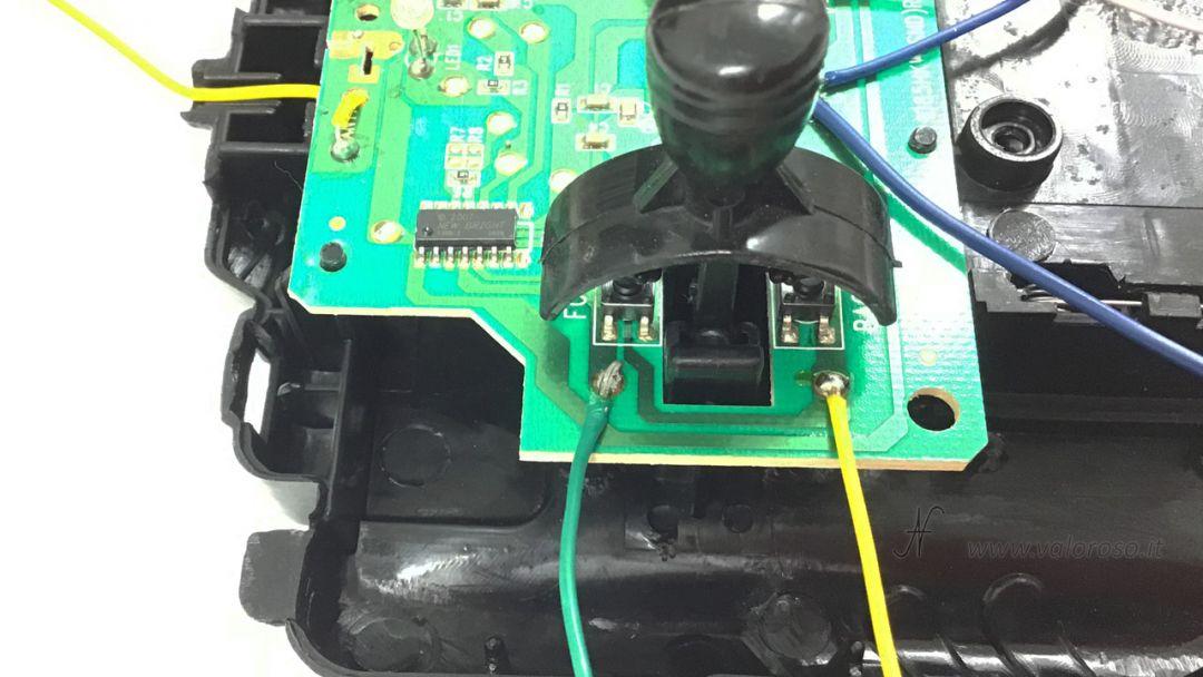 Macchina radiocomandata dal Commodore 64, collegamento in parallelo ai comandi, modifica, saldatura, collegamento