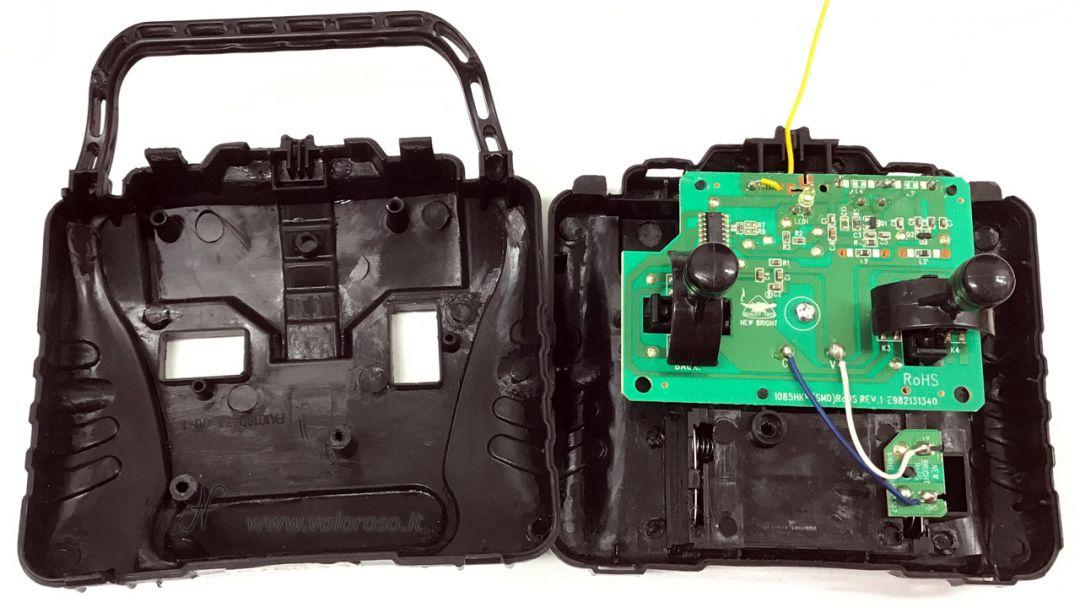 Macchina radiocomandata dal Commodore 64, interno telecomando switch scheda elettronica