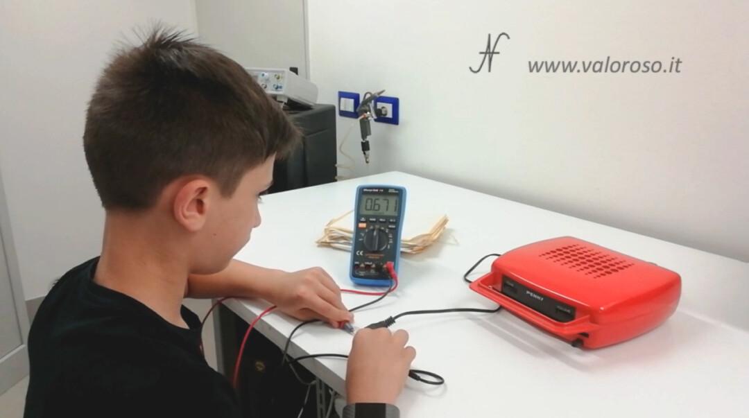 Mangiadischi Penny prova resistenza trasformatore prima di collegare la spina 670 ohm multimetro tester