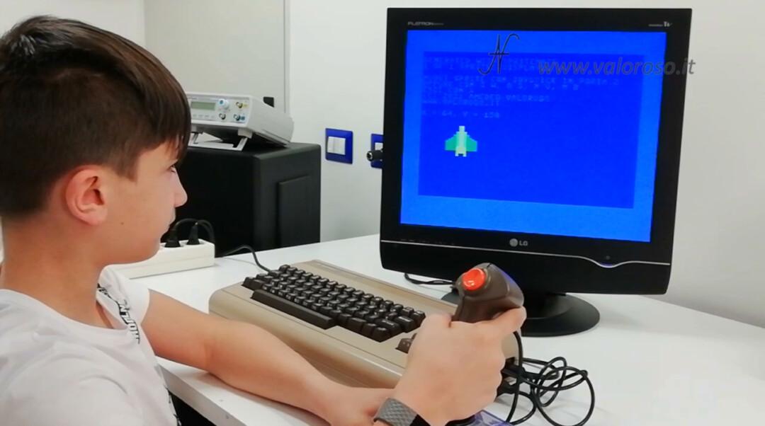 Muovere animare spostare uno sprite con il Commodore 64, tastiera e joystick, Basic, hardware vero realt vintage computer