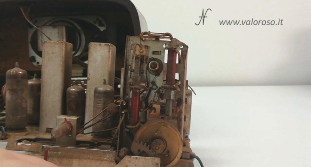 Radio a valvole Telefunken Mignonette MF R210, valvolare radio epoca vintage, meccanismo sintonia bobine nucleo ferrite mobile compensatore cordino corda spago ago