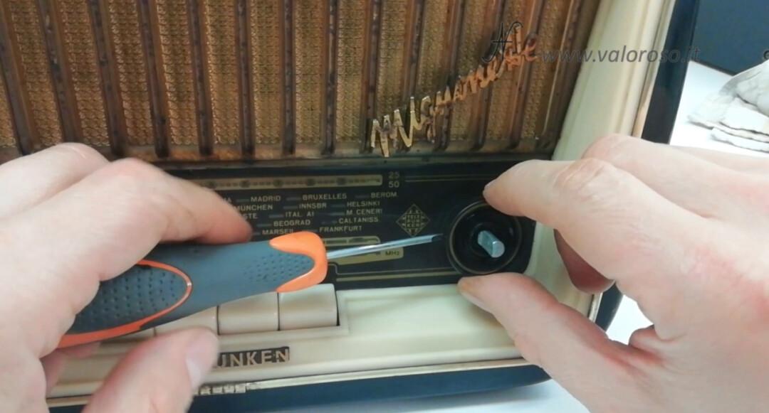 Radio a valvole Telefunken Mignonette MF R210, valvolare radio epoca vintage, montare avvitare manopole volume sintonia tono