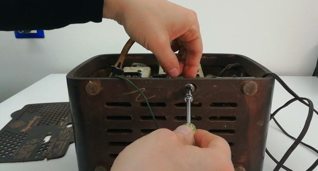 Radio a valvole Telefunken Mignonette MF R210, valvolare radio epoca vintage, smontare togliere svitare telaio componenti
