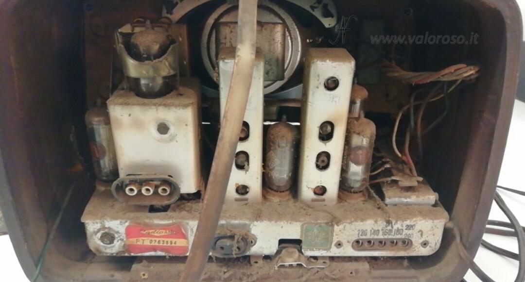 Radio a valvole Telefunken Mignonette MF R210, valvolare radio epoca vintage, telaio sporco interno elettronica componenti smontare smontata, adesivo radio ANCE FT 0763894