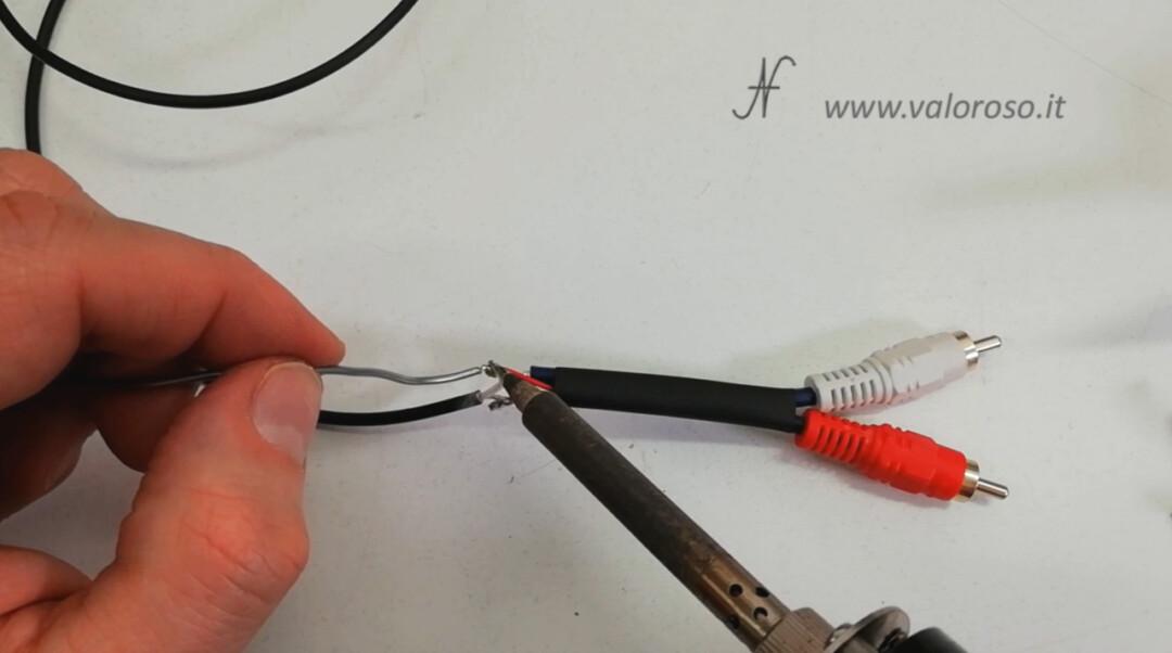 Saldare connettori audio RCA per collegare il Commodore 64 al televisore amplificatore rosso bianco segnali massa