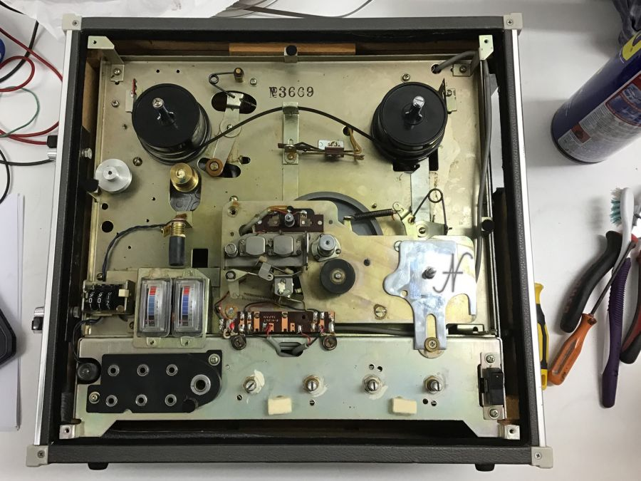 Sanyo MR-909 smontato, fronte, magnetofono, registratore 4 tracce
