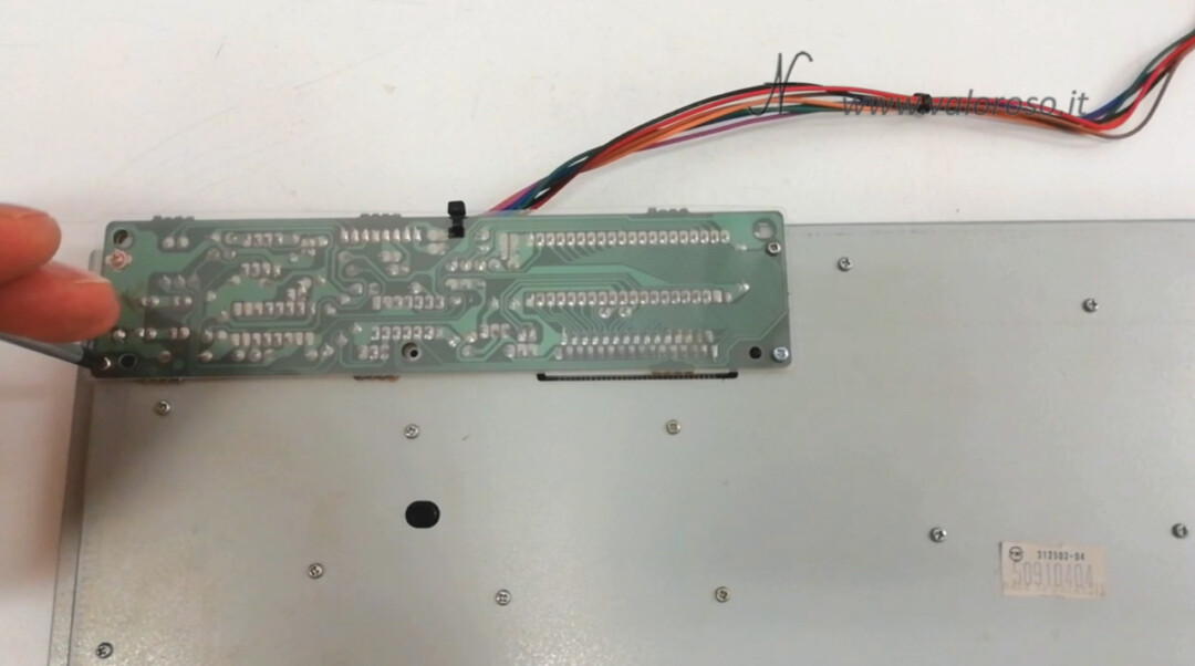 Replacement membrane keyboard Amiga 500, disassemble open keyboard PCB controller