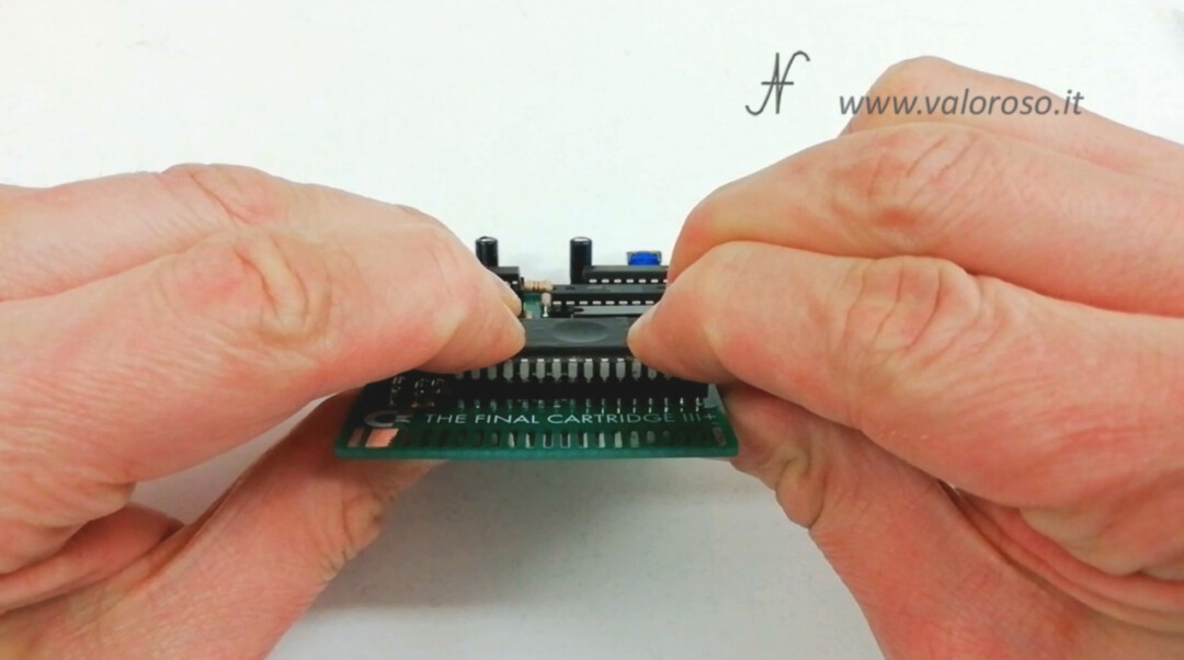 The Final Cartridge III 3 Plus interface Commodore 64 insert EPROM 27C020 into the 32-pin socket