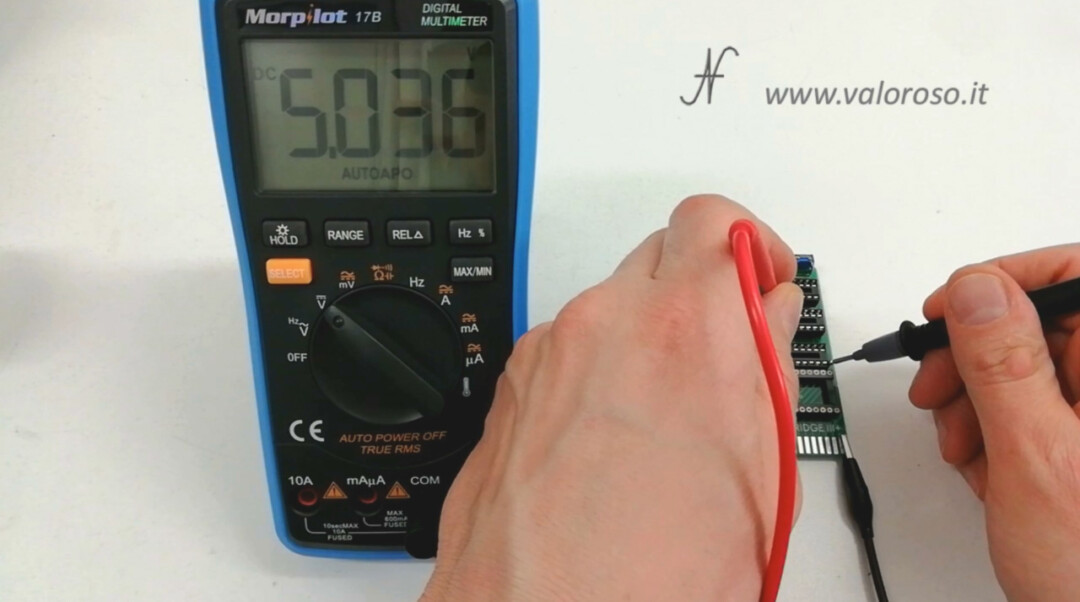 The Final Cartridge III 3 Plus interface Commodore 64 tests 5V power supply with IC tester