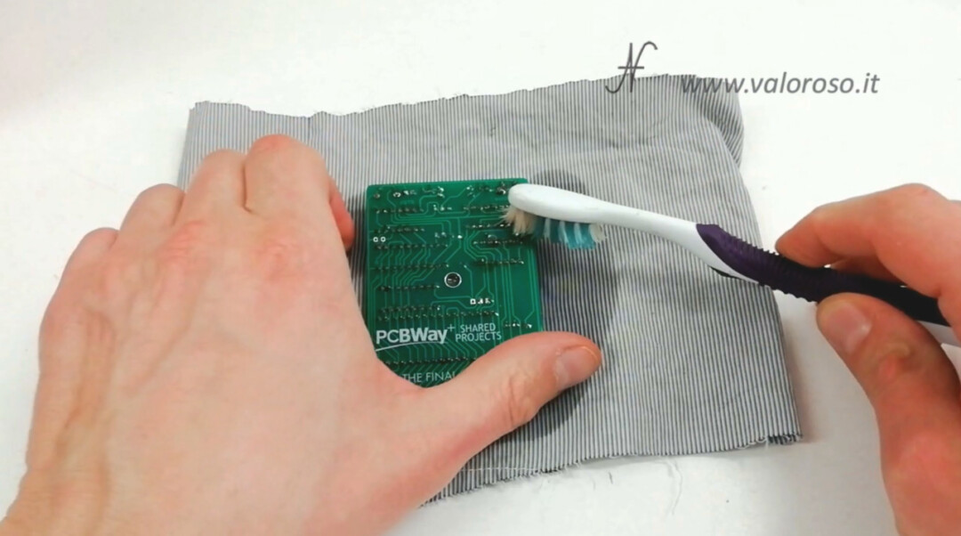 The Final Cartridge III 3 Plus interface Commodore 64 cleaning printed circuit board PCB alcohol toothbrush