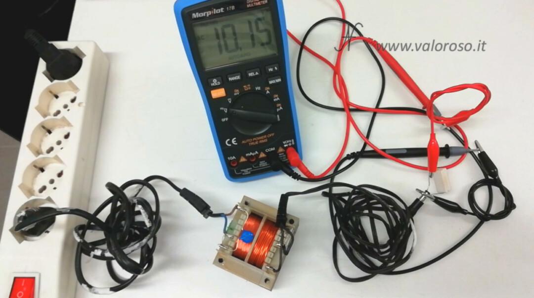 Trasformatore computer vintage, prova tensione uscita sotto carico resistenza resistore assorbimento