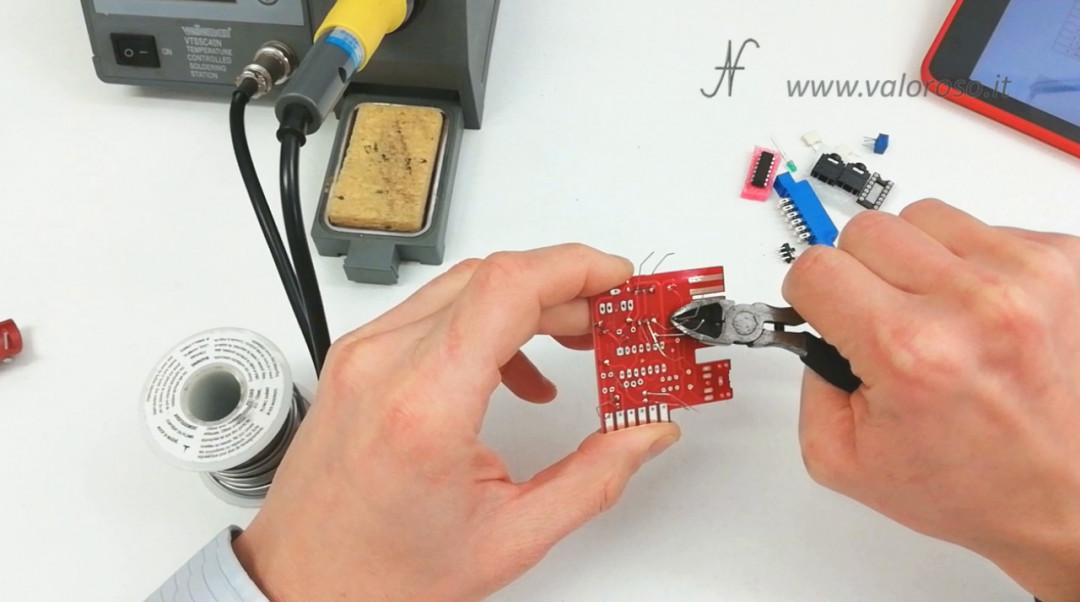 Tutorial saldatura circuito stampato montaggio circuito elettronico tagliare reofori tronchesino
