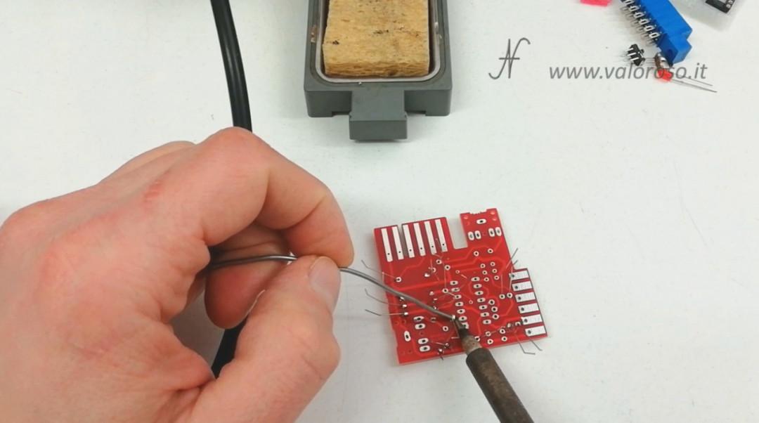 Tutorial saldatura circuito stampato saldare componenti elettronici stagno saldatore filo reofori, saldare resistenze resistori